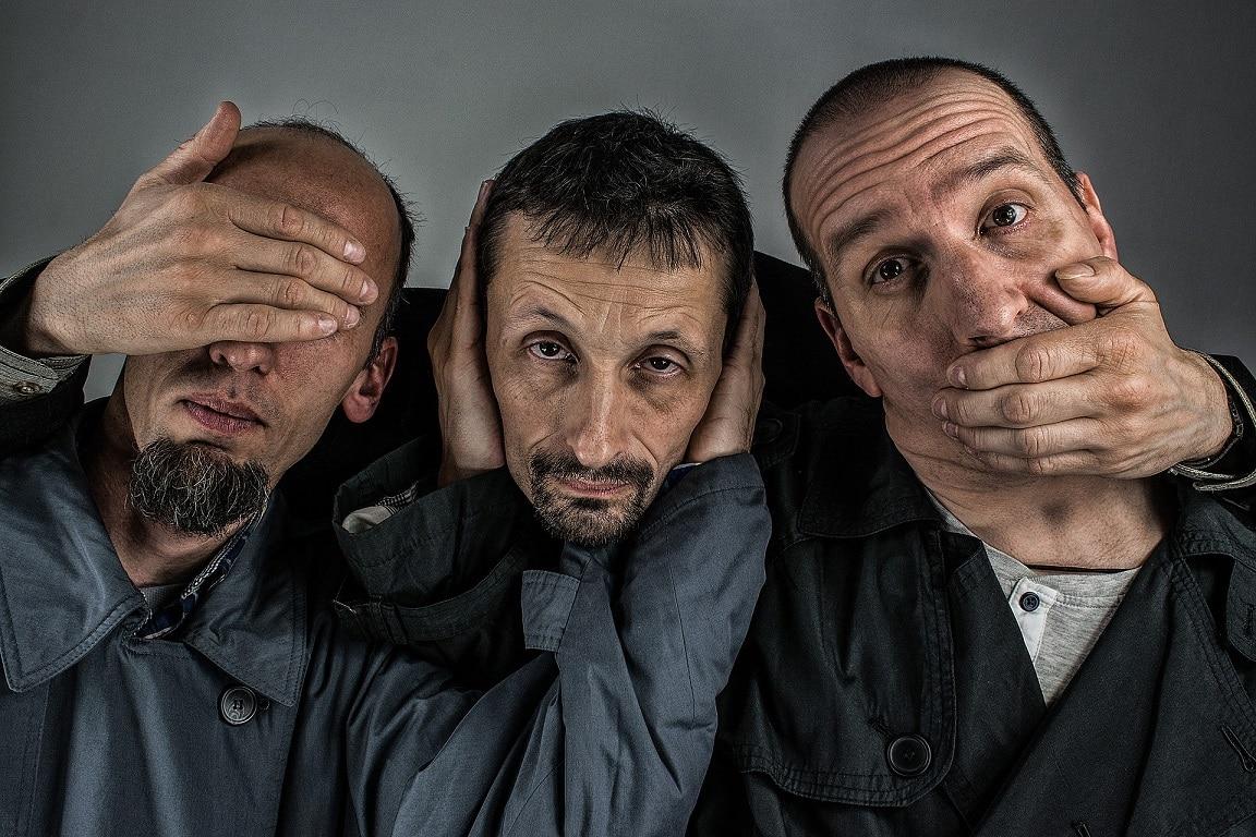 שלושה גברים מדמים חוסר תחושה שהוא אחד הסיכונים של השתלת שיער