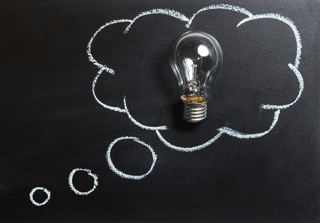 תמונה של מנורת חשמל על לוח וציור של בועה מסביב