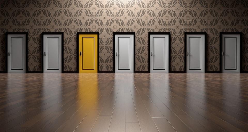 דלתות שממחישות סוגים שונים של משהו