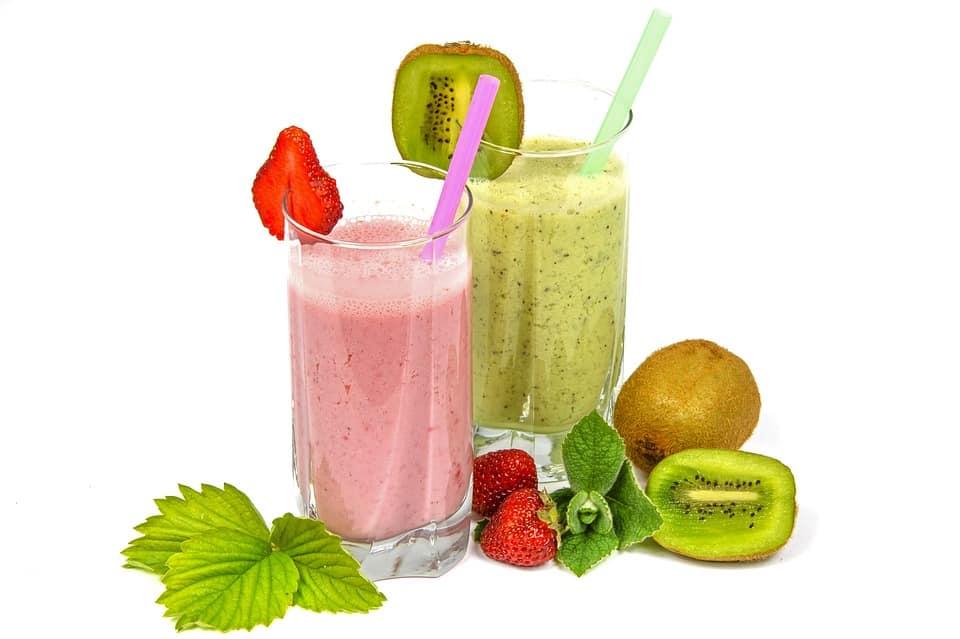 שייק פירות בריא להעלאת מלטונין בגוף