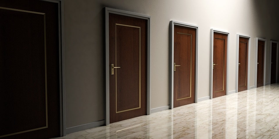 דלתות שבאות לדמות מספר אפשרויות שונות