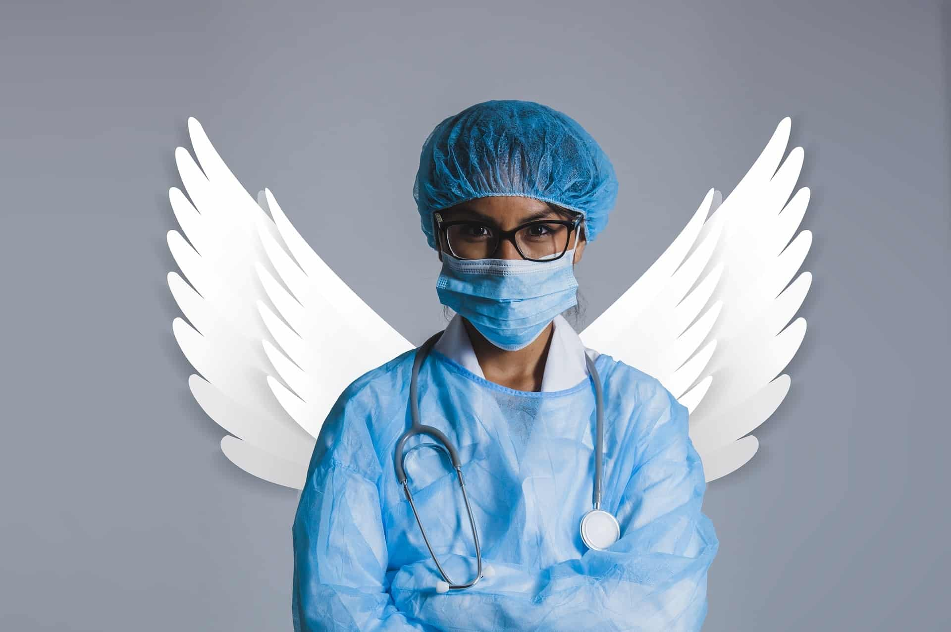 רופאה עם כנפיים של מלאך